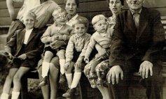 Kinder von links: Friedhelm, Henner, Hermann und Manfred. hinten: Gerd Niklaus, Gerda Höcker, Alma Niklaus und Wilhelm Hoffmann