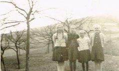 Anni Weber (Krämersch), Maria Schmidt (Däjeses) und Agnes Weber (Heipels)