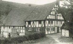 Wandervogelheim rechts. Links Kloschniersch