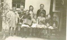 1939 v. li. Niklauses Alma, Heipels Agnes, Däjeses Maria, Heideries Martha, Kloseschniersch Edith, Krämersch Anni, Fuhrmanns Gerda (Maimädchen), Holderbergs Inge, Möllersch Frieda