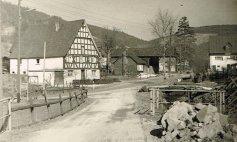 Unterdorf Heinemanns, Schule mit Dreschschuppen, Kloschniers